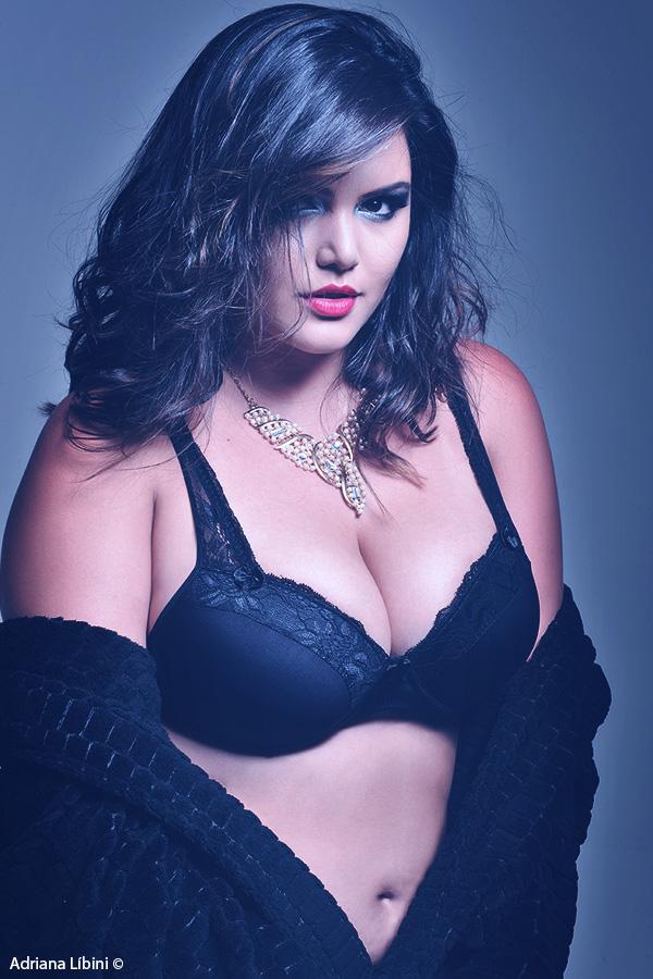 Ensaio Sensual com a Modelo Plus Size Cleo Fernandes
