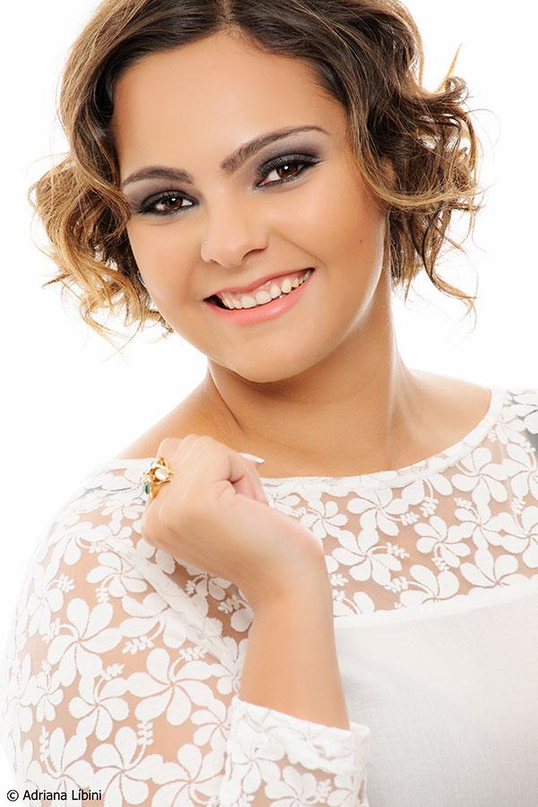 Mônica Oliveira por Adriana Líbini